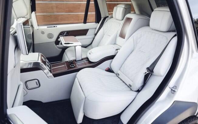 O interior do Range Rover conforto e requinte. É possível até encontra um frigobar no banco traseiro