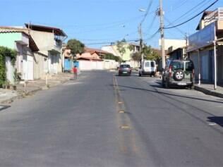 Os dois homens foram mortos em rua do bairro Ingá
