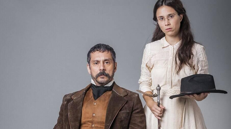 Tonico manipula Dolores para que ela fique contra Pilar
