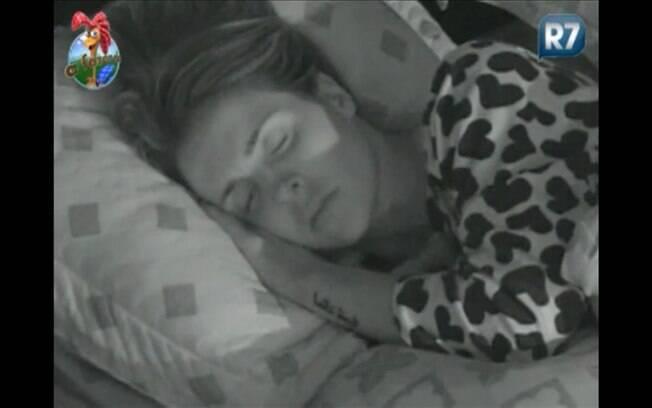 Joana Machado, a Fazendeira da semana, dorme na madrugada desta quarta (24)