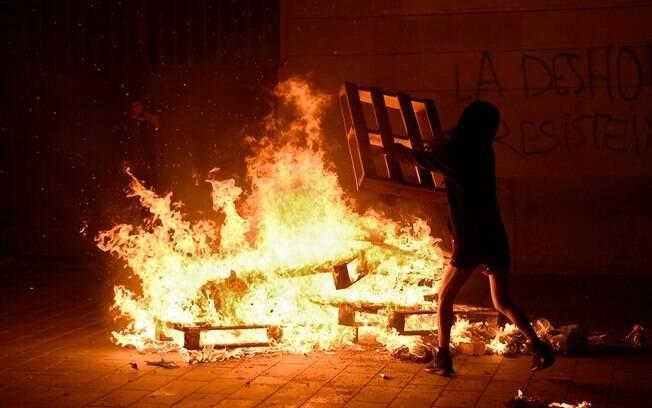 Protestos em Barcelona durante a madrugada do dia 31