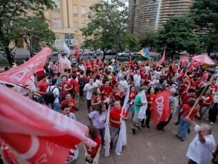 POLITICA . BELO HORIZONTE , MG  Caminhada pro Dilma reune eleitores em trajeto da Praca da Estacao a Praca da Liberdade  FOTO: LINCON ZARBIETTI / O TEMPO / 24.10.2014