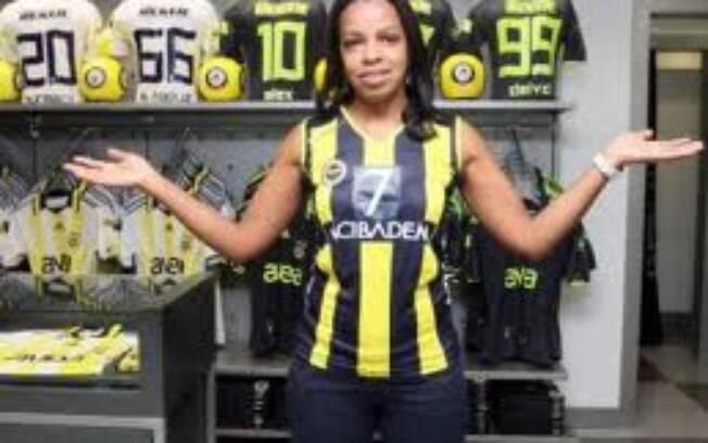 Depois do Brasil, a levantadora defendeu o  Fenerbahce, da Turquia. Ficou lá até 2011 e passou  uma temporada parada, até assinar com a Unilever