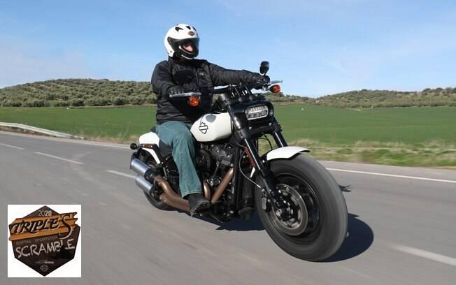 A Harley-Davidson Fat Bob oferece uma pilotagem mais esportiva, mesmo com a posição do piloto mais custom do que esporte