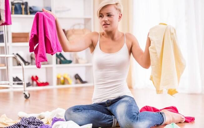 Antes de montar seu guarda-roupa cápsula é preciso analisar seu estilo de vida e conhecer seu próprio estilo e corpo