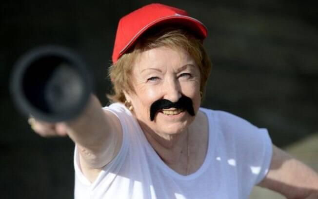 Bridget fazendo Cosplay de Super Mario, um de seus personagens de games favoritos.