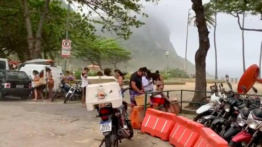 Vento forte atinge Praia Vermelha, no Rio