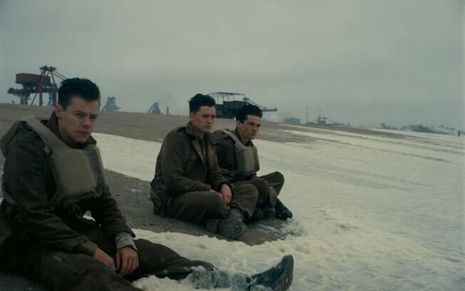 Os atores Aneurin Barnard, Fionn Whitehead, Harry Styles no filme