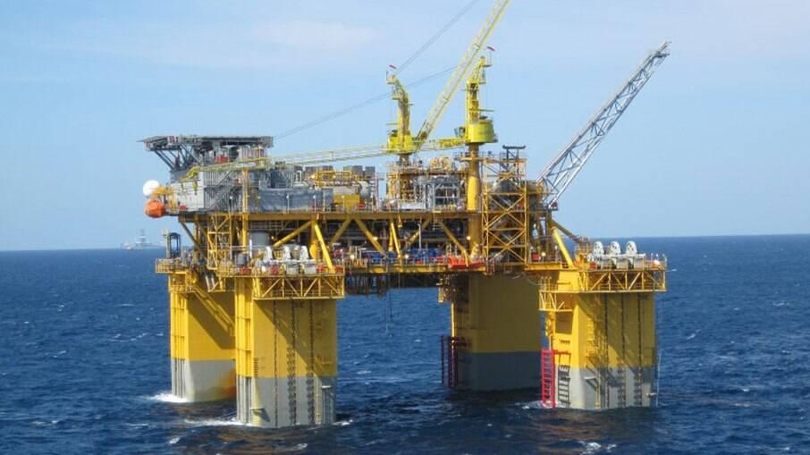 Petrobrás (PETR4) recebe R$ 2,94 bi de companhias chinesas