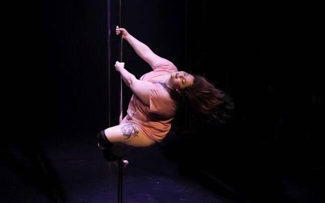 Principal benefício da prática do pole dance na vida de Drea está na melhora na autoestima e no condicionamento físico