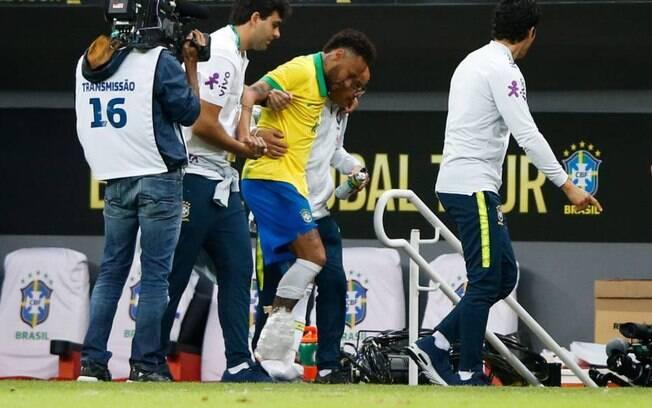 Neymar se machucou no amistoso contra Catar e está fora da Copa América