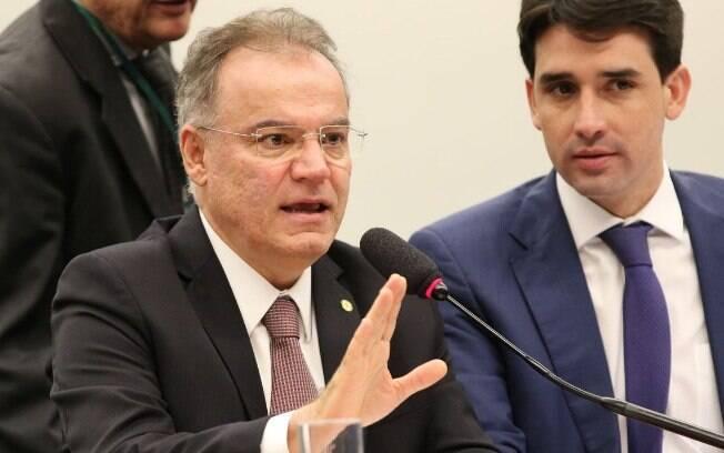 Samuel Moreira (PSDB), relator da comissão especial da reforma da Previdência, apresentou seu parecer nesta quinta (13)