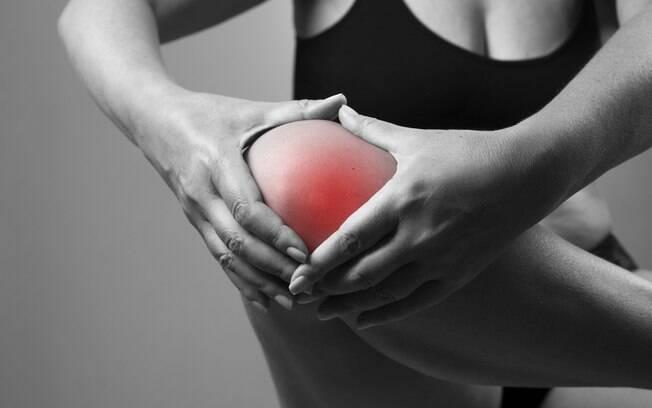 Artrite pode atrapalhar a vida sexual, mas algumas posições podem fazer com que transar seja mais fácil