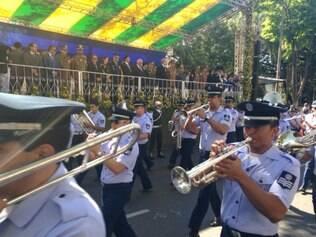 Banda da Polícia Militar desfila pela avenida Afonso Pena