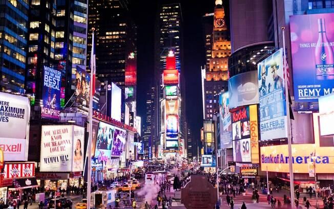 Uma das maiores atrações da cidade, a Times Square é a principal avenida de Nova York
