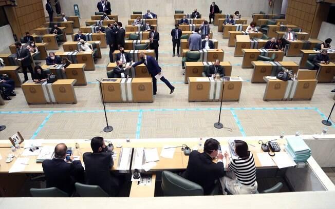 Pacote fiscal foi aprovado pelos parlamentares na madrugada desta quarta-feira