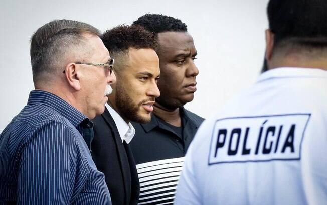 Neymar na sua chagada à delegacia em SP
