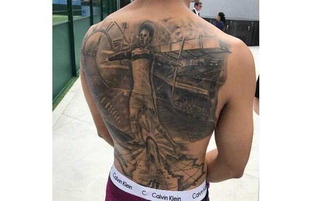 Alemão Leroy Sané, do Manchester City, tatuou uma imagem sua celebrando gol