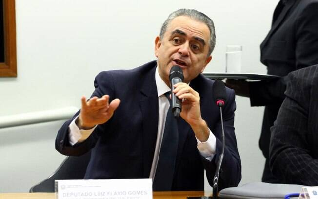 Luiz Flávio Gomes quer ser expulso do PSB para ter ideias independentes