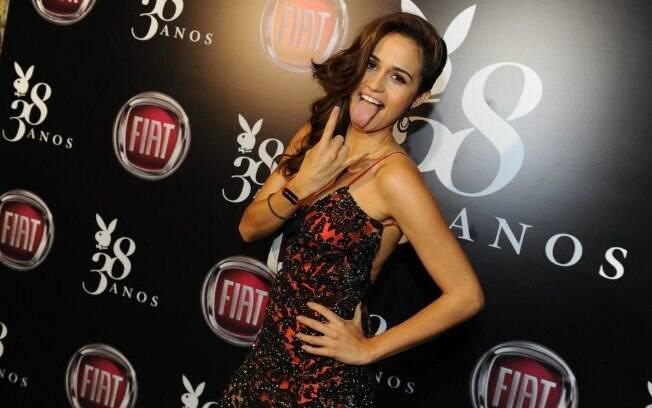 Nanda Costa lança 'Playboy' com festa em São Paulo