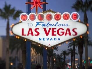 Las Vegas recebe um público eclético de jovens em despedida de solteiro a casais apaixonados