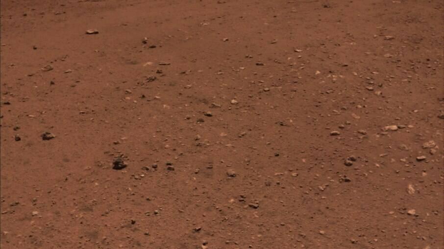 A paisagem de Marte capturada pelo rover chinês Zhurong da missão Tianwen-1 é vista nesta imagem divulgada pela Administração Espacial Nacional da China (CNSA) em 11 de junho de 2021
