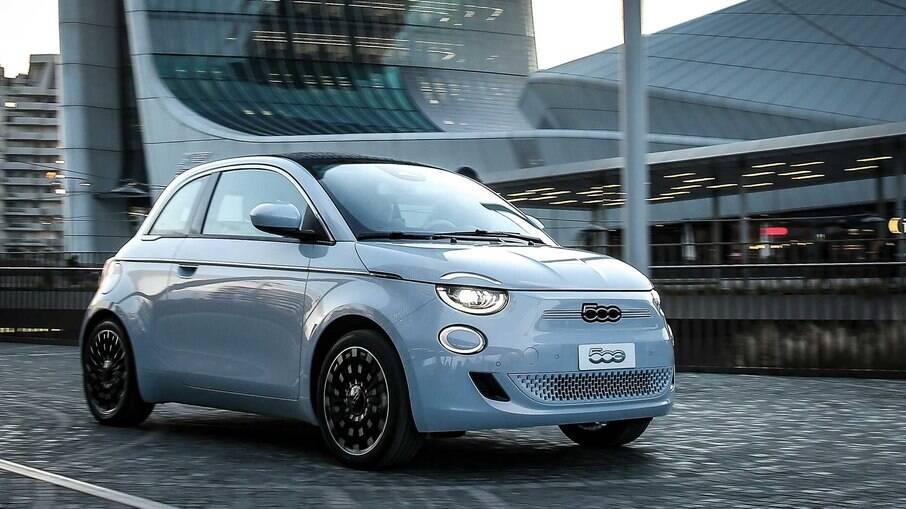 Fiat 500e deverá chegar ao Brasil apenas na versão topo de linha Icon, por mais de R$ 250 mil, com a alta do dólar