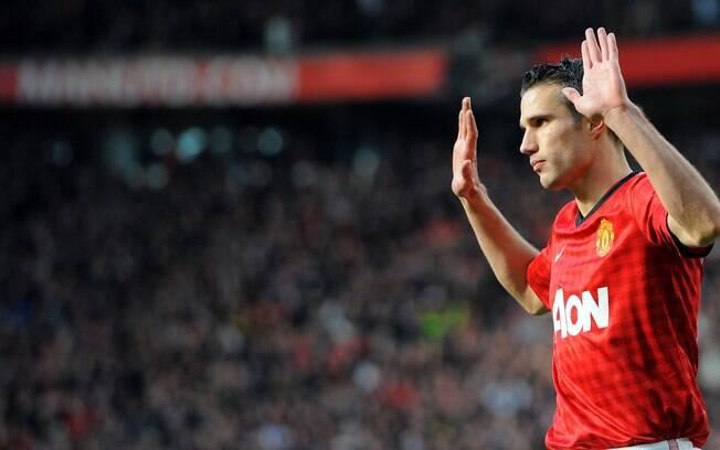 Na rodada seguinte, vitória por 2 a 1 sobre o  Arsenal com gol de Van Persie, que não comemorou o  tento contra o ex-time. United assumiu a liderança  com o resultado