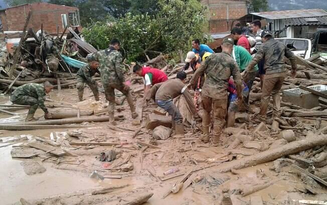 A cidade de Mocoa, na Colômbia, foi declarada em estado de emergência para facilitar as operações de resgate