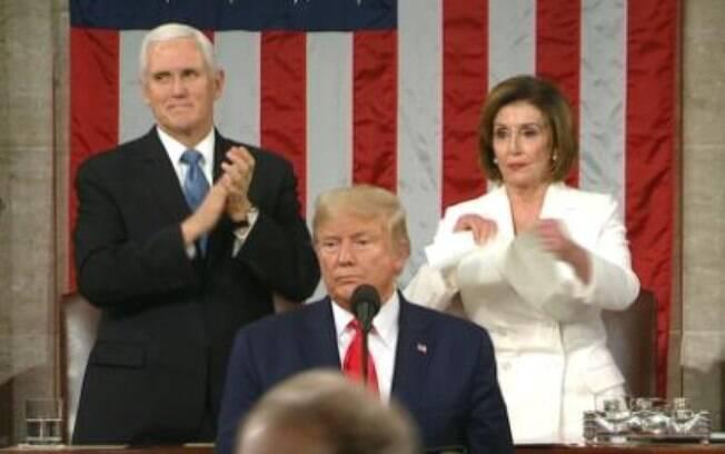 A líder democrata Nancy Pelosi rasgou a cópia do discurso de Trump sobre o Estado de União