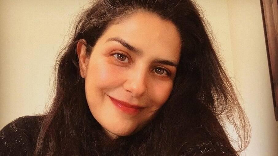 Letícia Sabatella se emociona ao receber vacina contra a Covid-19