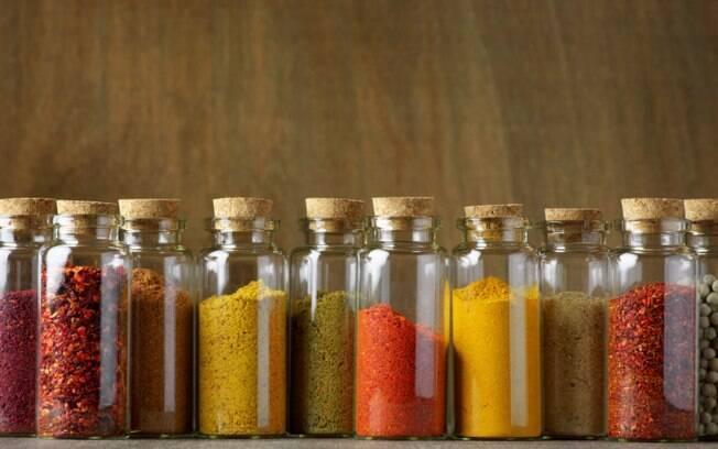 Temperos dão sabor diferente à comida e ajudam a diminuir a quantidade de sal nos preparos