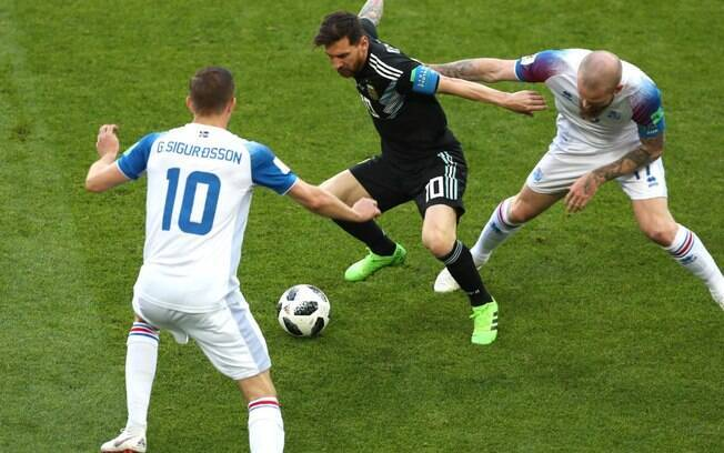 Messi em ação pela Argentina contra a Islândia na Copa do Mundo
