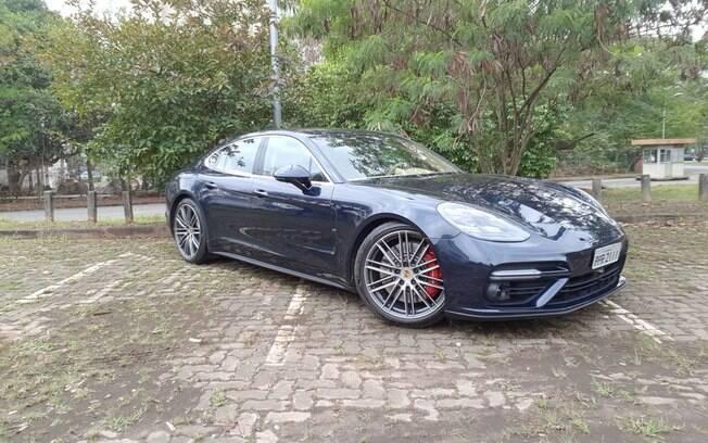 Porsche Panamera Turbo: baixo, o modelo sofre com o piso irregular das ruas brasileiras
