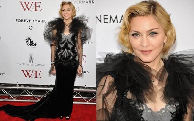 Madonna foi com cabelo preso à première de seu filme