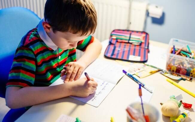 O quarto da criança deve ser adequado para os estudos.