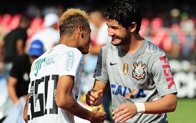 Parceiros de seleção nas Olimpíadas de 2012,  Neymar e Pato se reencontraram no clássico entre  Santos e Corinthians no Morumbi