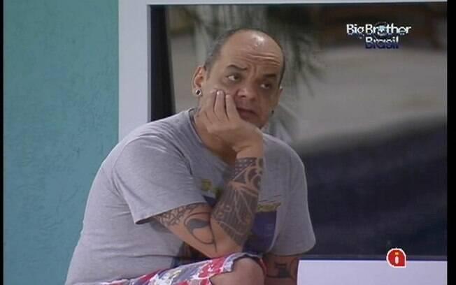 João Carvalho fala sobre suas opções de voto e o que ouviu no Quarto Praia para Laisa e Yuri