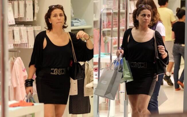 A atriz Giovanna Antonelli foi sem os filhos às compras