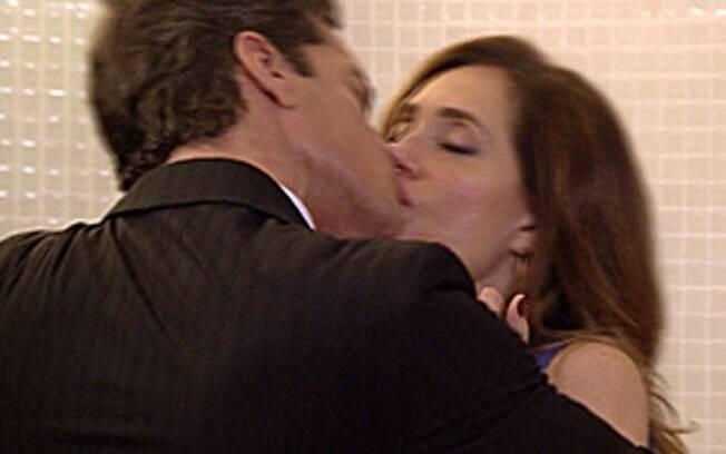 Ferdinand agarra Tereza Cristina na sauna da mansão Velmont
