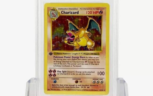 Carta rara de Charizard é parte da coleção original de 'Pokémon Trading Card Game', lançada em 1998