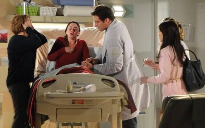 Ana fica desesperada ao descobrir que Manu está casada com Rodrigo e é sedada por Lúcio