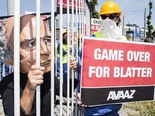 Manifestantes pedem saída de Blatter