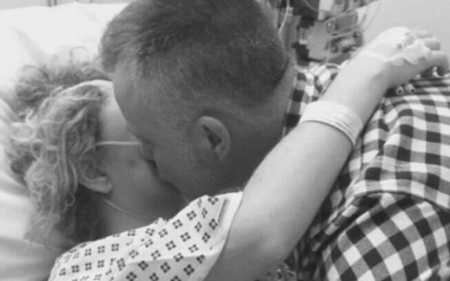 Em todo momento Gordon esteve ao lado da amada, principalmente quando ela estava no hospital