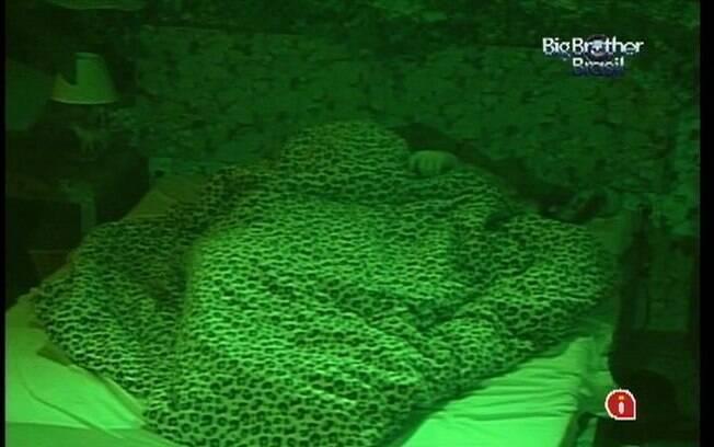 Emparedado, Yuri é o último a dormir