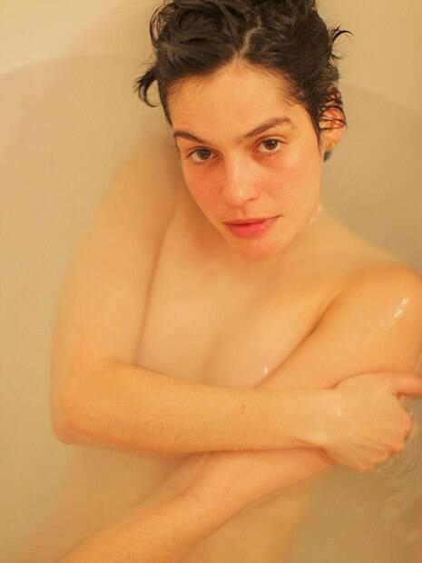 Momentos em que a atriz Maria Flor esbanjou sensualidade e conseguiu fazer com que a temperatura subisse