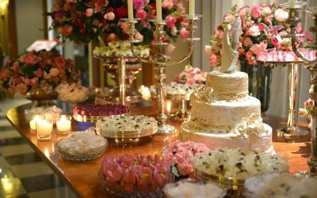 Rosa quartzo, a cor do ano, é ideal para casamento com decoração romântica   -> Decoracao De Banheiro Para Festa De Casamento