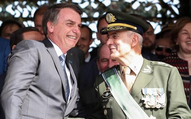 Presidente Jair Bolsonaro e general Luiz Eduardo Ramos Baptista Pereira, que deixa o Comando Militar do Sudeste para ser ministro da Secretaria de Governo da Presidência