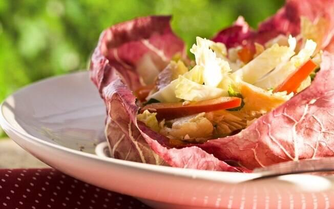 Prato com salada de truta defumada