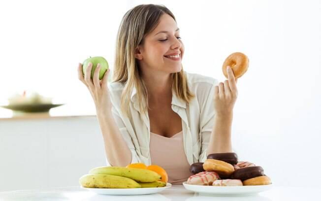 Além de substituir o açúcar por outros itens, vale pensar em escolhas mais saudáveis para manter a dieta em dia